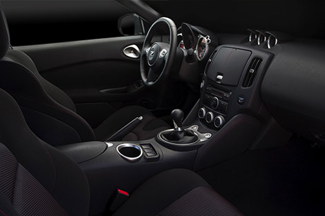 370Z Interior with Racing-inspired Styling