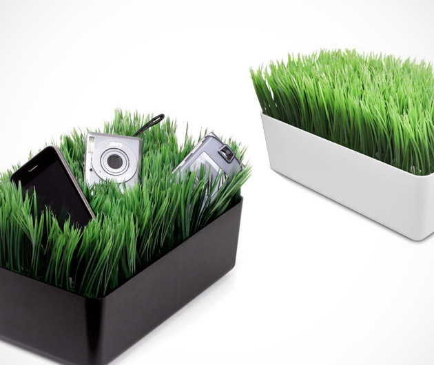 Kikkerland Grass Charging Station