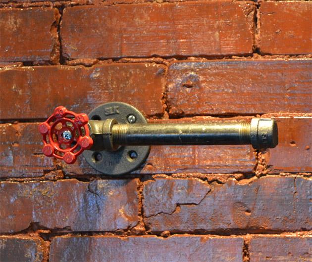 industrial-steel-pipe-toilet-paper-holder-02