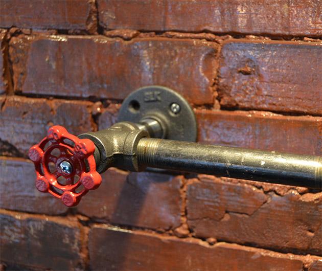 industrial-steel-pipe-toilet-paper-holder-03