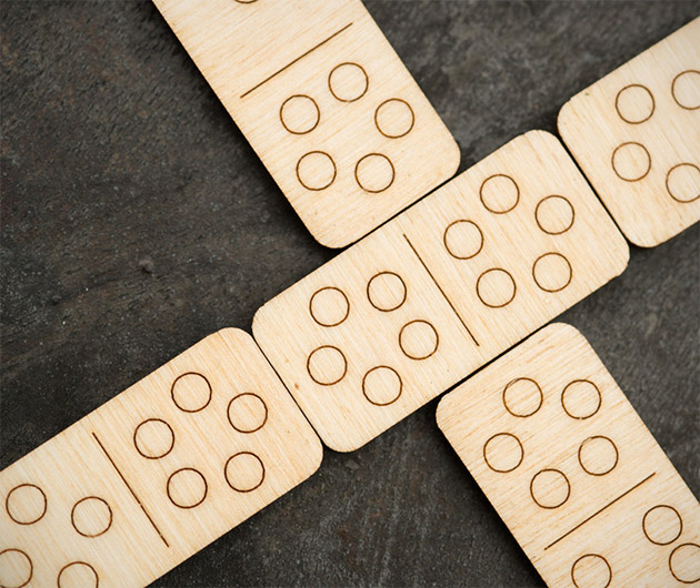 walnut-travel-dominoes-02