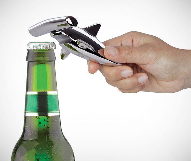 hammerhead-shark-corkscrew-and-bottle-opener-02