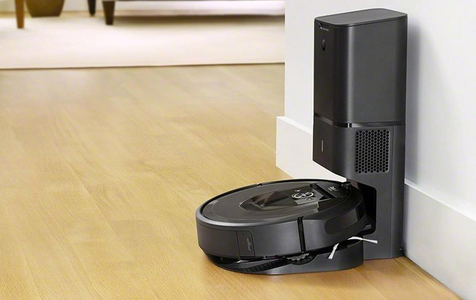 Roomba i7+ with Clean Base